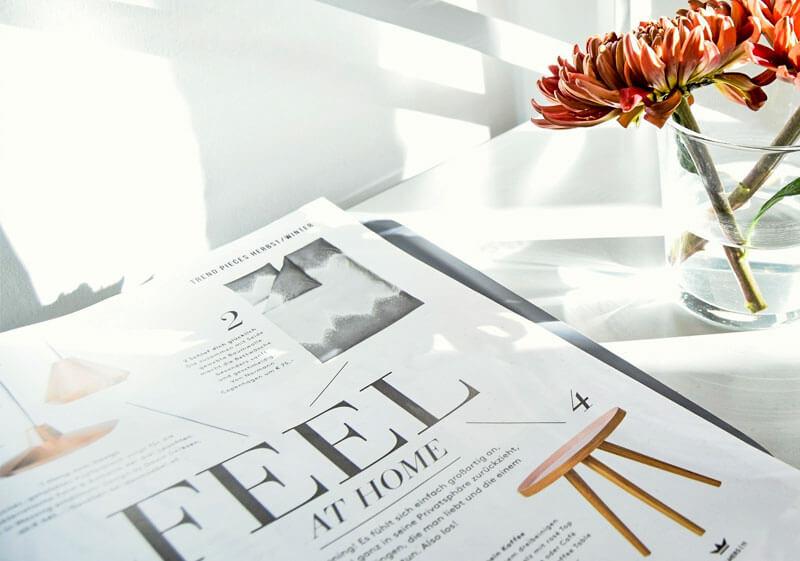 visuelles Magazin mit Blumen